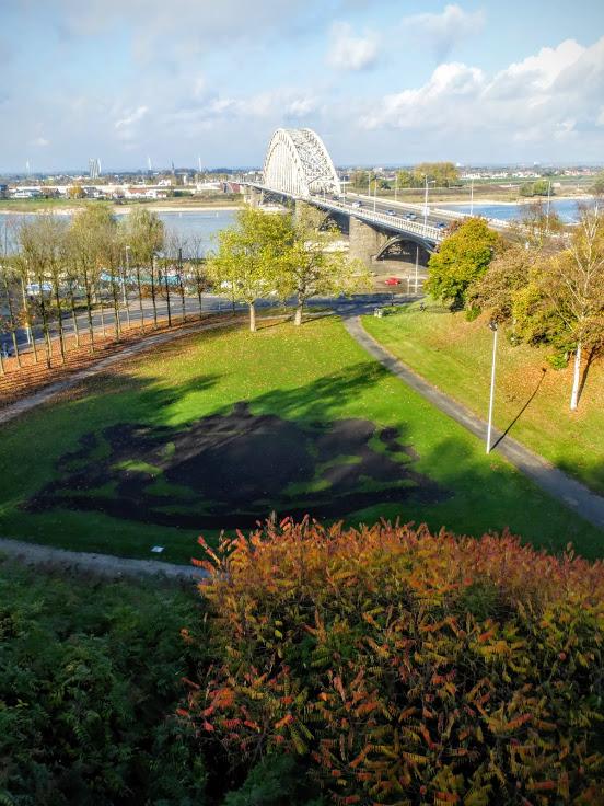 most-na-rzece-waal
