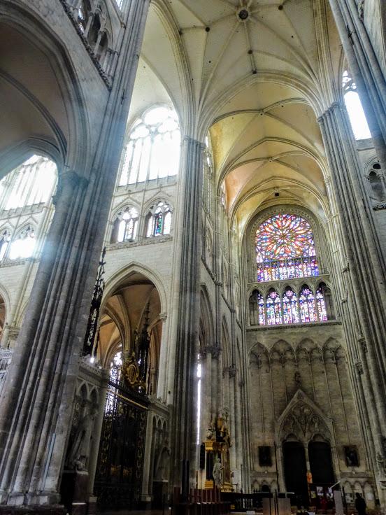 katedra-notre-dame-wnetrze