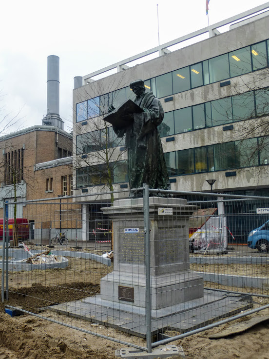 pomnik-erazma-z-rotterdamu