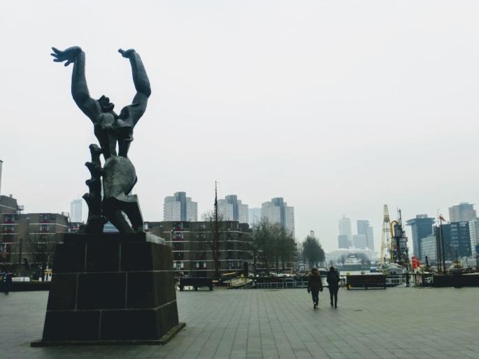 rotterdam-pomnik-rozdarte-miasto